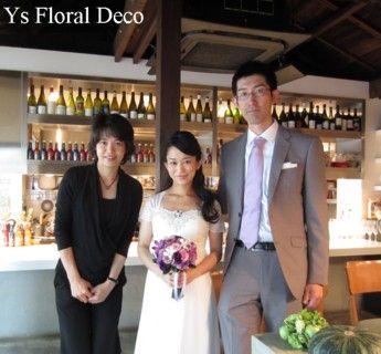 紫系の濃淡に白いお花のクラッチブーケ 蘭の花をいれて @代々木上原のiri ys floral deco