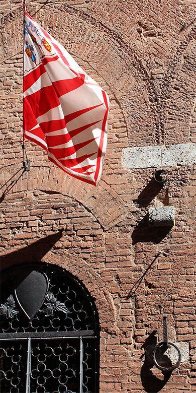 #Hotel Palazzetto Rosso in the #historical city centre of #Siena - #Tuscany #Palio - #contrade #Giraffe