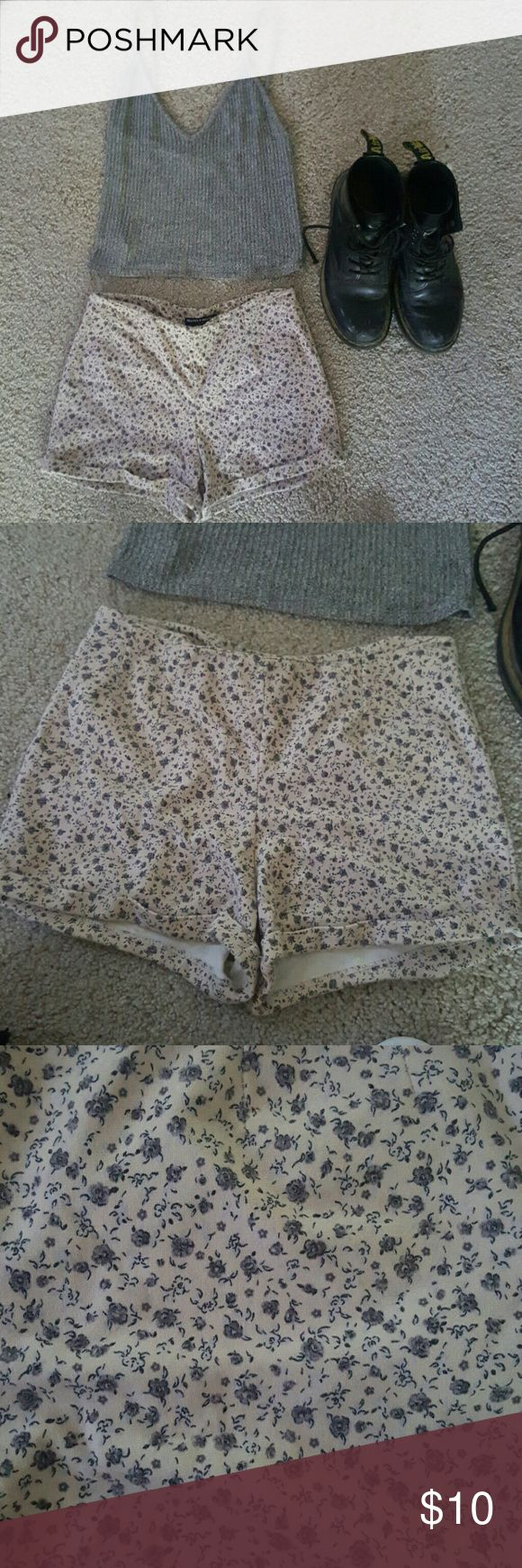 Very rare brandy melville chino cloth shorts Grey and tan very soft never worn Brandy Melville Shorts