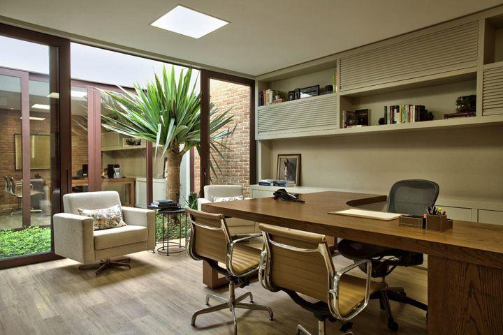 Decoração de: Espaço comercial; mesa de trabalho em L; Casa de Valentina