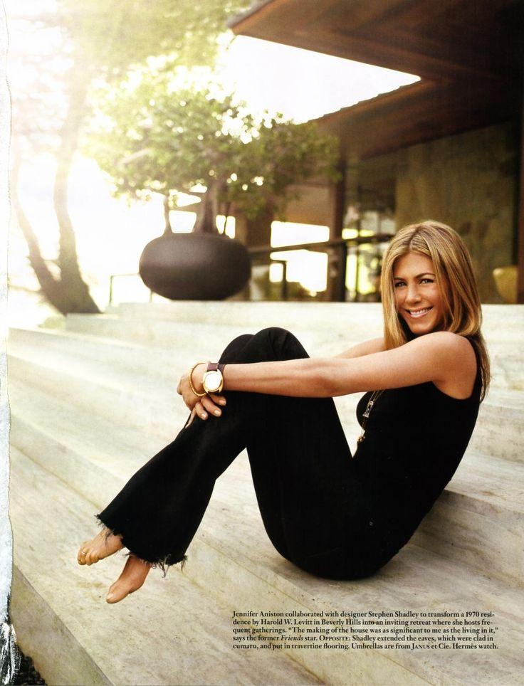 Jennifer Aniston--classic, simple, casual