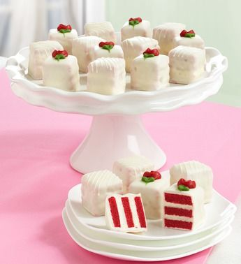 Red Velvet Petit Fours Just a presentation idea!!! #christmascupcakes
