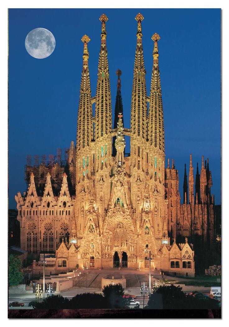 El Templo Expiatorio de la Sagrada Familia, conocido simplemente como la Sagrada Familia, es una basílica católica de Barcelona, diseñada por el arquitecto Antoni Gaudí. Iniciada en 1882, todavía está en construcción.  Dirección: Carrer de Mallorca, 401, 08013 Barcelona Inicio de la construcción: 19 de marzo de 1882 Altura: 170 m Arquitectos: Antoni Gaudí, Mark Burry, Más