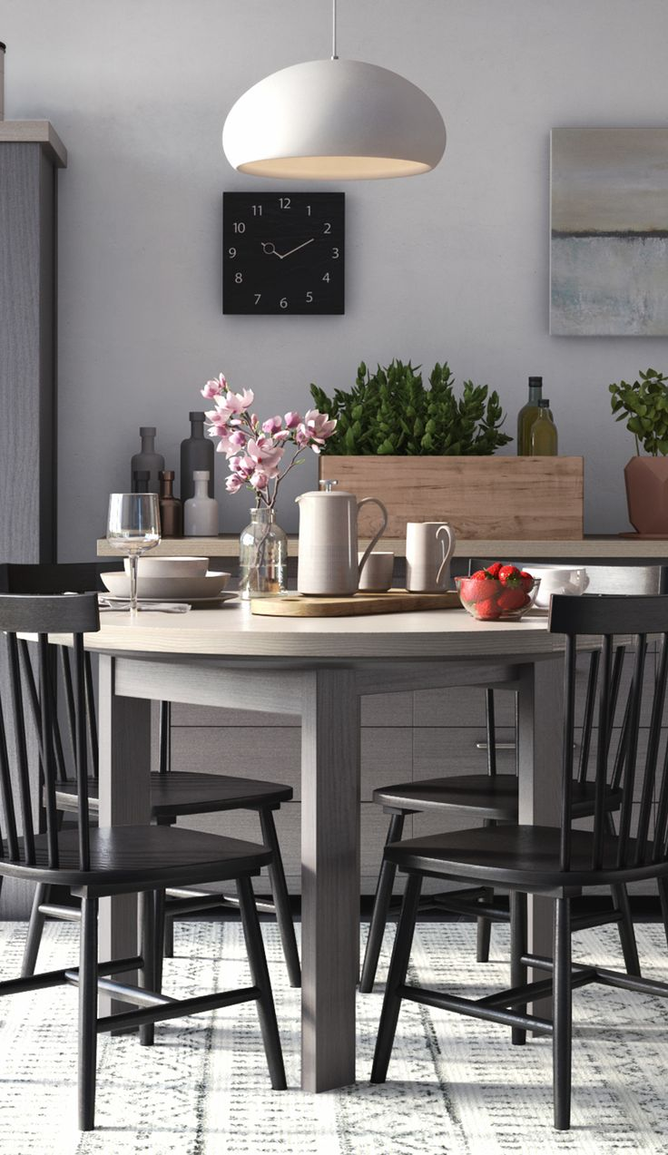 Round dining table design features chelsea oak round extending table - Extendable Round Dining Table