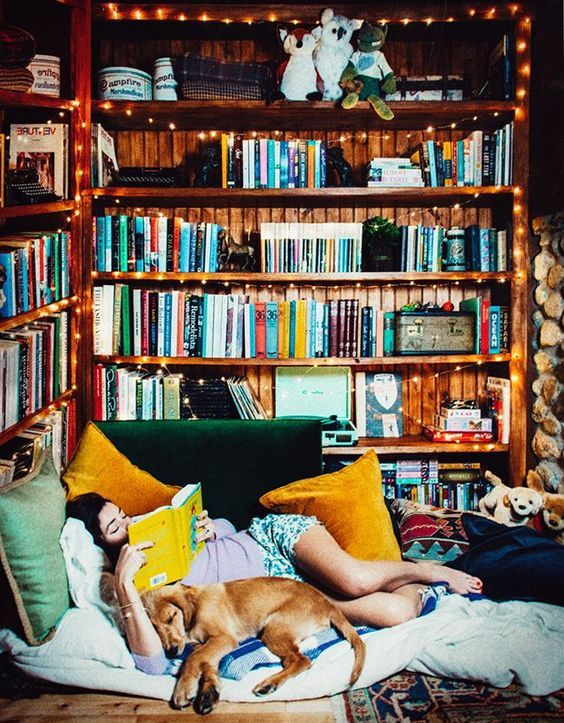 Love this cozy reading nook. Perfect for fall or winter seasonal reading. And great decor inspiration, too!