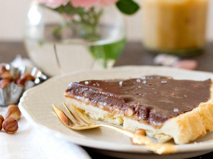 Rezept für die Toffifee-Caramel Tarte mit Schokoladen-Ganache, Original Flensburger Rum und Fleur de Sel | cozy and cuddly