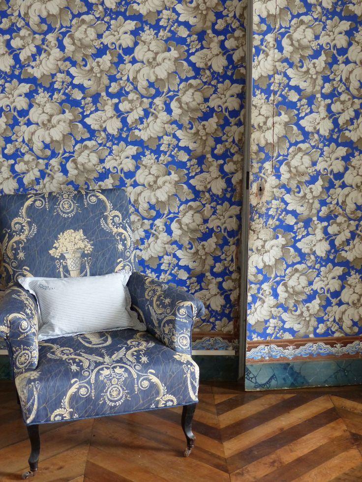 Chambre bleue, parquet, tapisserie 19e, bleu pastel