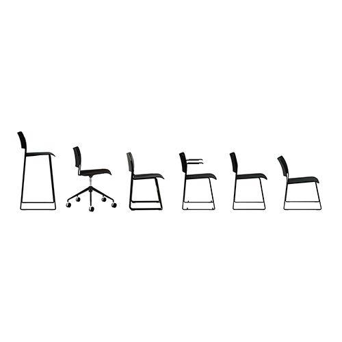 40/4 fra Howe er en serie af stole som passer ind i de fleste indretninger. Fås både som barstol, kantinestol, mødestol, med og uden armlæn.
