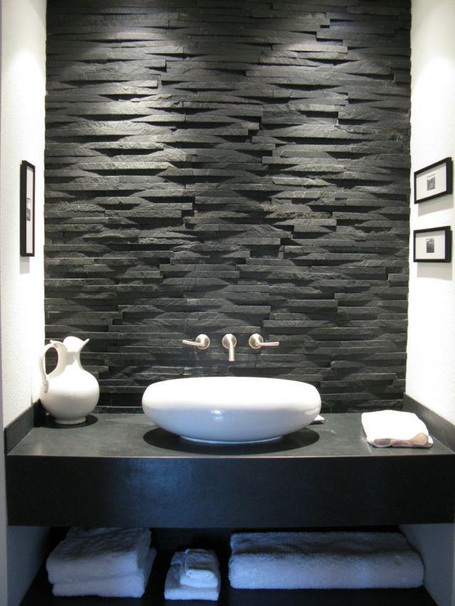 Duschvorhang Freistehende Dusche : Bathroom with Stone Walls