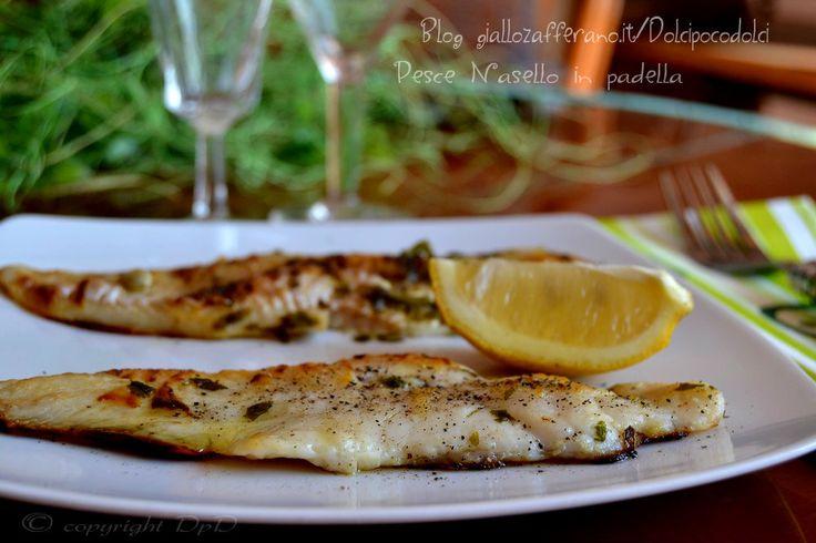 Pesce nasello in padella cottura curiosa, versione originale !! Un piatto che mantiene ogni gusto e aroma grazie ad un semplice foglio di carta forno