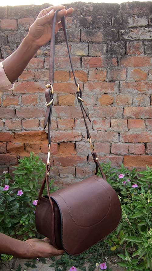 Raisin Gigi, Chiaroscuro, India, Pure Leather, Handbag, Bag, Workshop Made, Leather, Bags, Handmade, Artisanal, Leather Work, Leather Workshop, Fashion, Women's Fashion, Women's Accessories, Accessories, Handcrafted, Made In India, Chiaroscuro Bags - 5