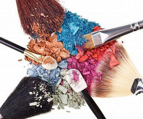 cosmetice make-up in culori vibrante