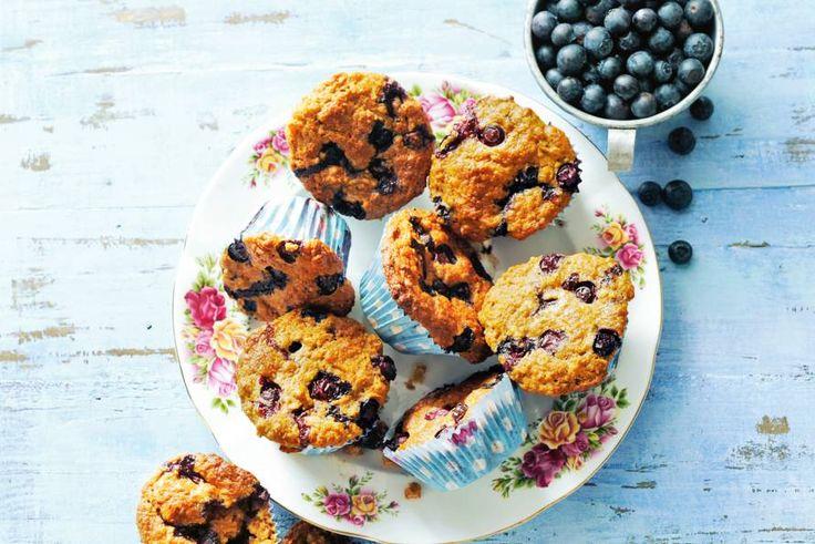 Havermoutmuffin met blauwe bessen - Recept - Allerhande