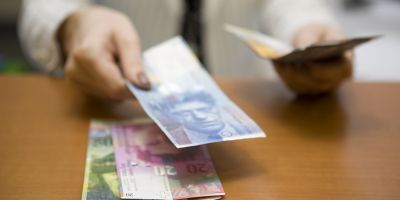 De ce a ieftinit Volksbank francul elveţian? Şase posibile premise