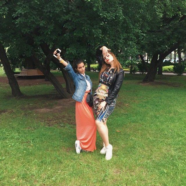 #интересное  Выпускной-2015 на фото из соцсетей (23 фото)   19 — 20 июня в большинстве российских городов прошли выпускные вечера школьников. В ночь на 20-е число праздничные мероприятия закончились в столице. Как проходил выпускной в этом году покажут фото из соцсе�