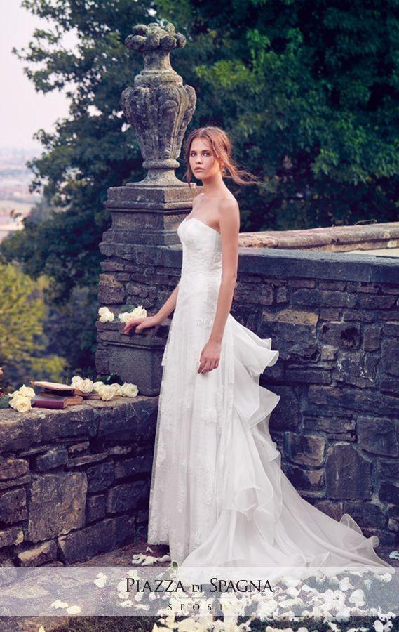 #GiuseppePapini esalta le migliori qualità del #MadeInItaly nel mondo del #wedding. Scopri i suoi abiti da sposa su http://www.piazzadispagnasposi.it/collezioni/sposa/giuseppe-papini/