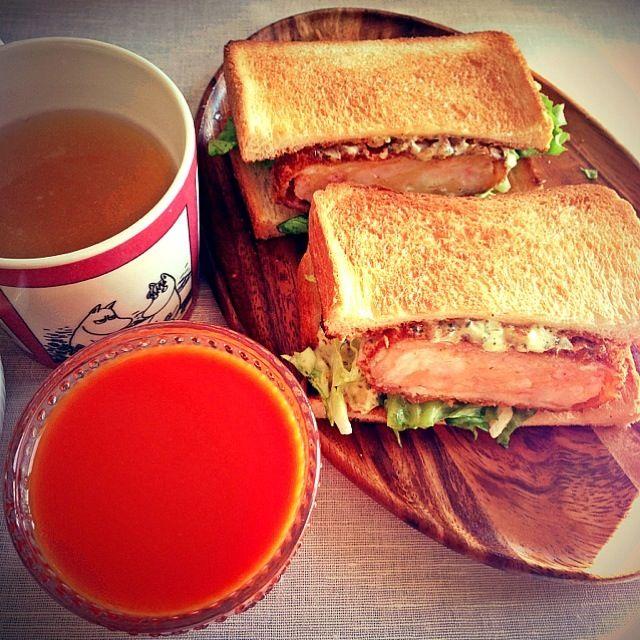 もずく酢と芋がらのきんぴらはいつも通りに、野菜ジュースとコンソメスープも一緒に♫ - 13件のもぐもぐ - 海老カツサンド by 長谷川裕子