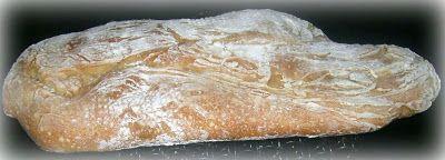 ricetta di danabus modificata da me:-)  Ingredienti per 4 ciabatte: 1 kg. di farina tipo 0 - 10 gr. di lievito di birra - 1 cucchiaio di zucchero - sale. Sciogli il lievito e lo zucchero in 1 dl. di acqua. Disponi la farina a fontana e versa al centro 1 cucchiaio di sale e, poco a poco, il lievito diluito e 5 dl d'acqua. Lavora il composto fino ad ottenere un impasto liscio e omogeneo. Mettilo in una ciotola, copril con un telo e lascialo lievitare per 3 ore. Riprendi la pasta e dividila in