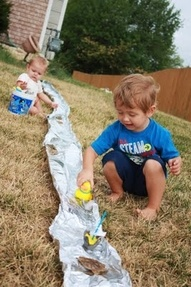 Tinfoil river: Little Things, Water Plays, Idea, Foil Rivers, For Kids, Front Yard, Rivers Fun, Summer Fun, Tins Foil