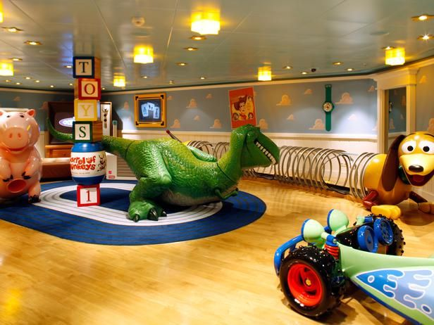 Andy's Room - Take an All-Access Tour of the Disney™ Dream Cruise Ship on HGTV Awesome!