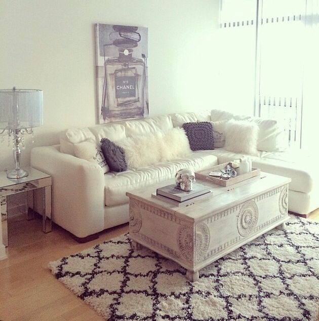 On what website can you create a layout to follow when decorating your home?