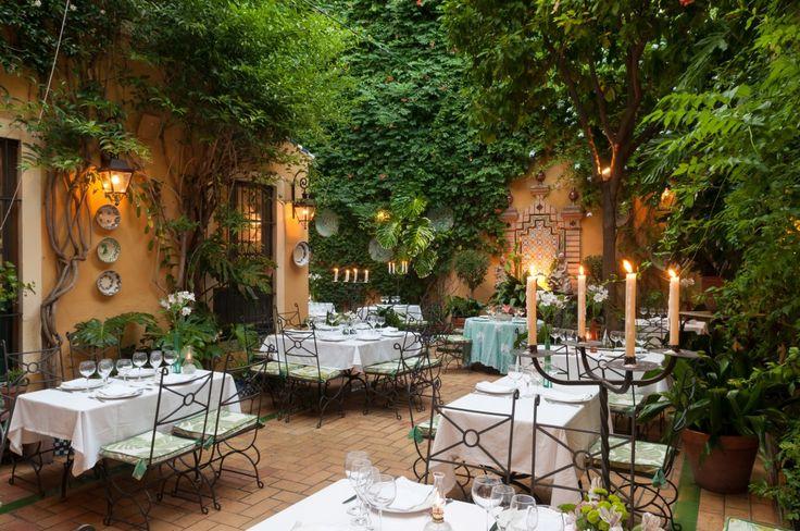La marca Manolo León se inició en Matalascañas, Almonte (Huelva), hoy disponemos de 2 restaurantes en Sevilla y servicio de catering.