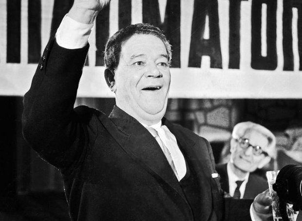Παντελής Ζερβός (1908 – 1982): Δημοφιλής ηθοποιός του ελληνικού θεάτρου και του κινηματογράφου. Γεννήθηκε το 1908 στο Λουτράκι...