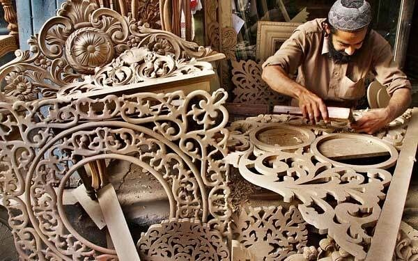 Carpenters Making Wooden Hand Carved Furniture Pakistan Made In Pakistan Pinterest