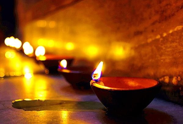 hindu festival, festival, festival of lights, diwali, deepawali, diya, lamps, oil lamp, clay lamp, diwali decorations, diwali greeting cards, happy diwali, jaipur, rajasthan, india, 23rd october 2014, seasons greetings, celebration, hindu, rangoli. candles