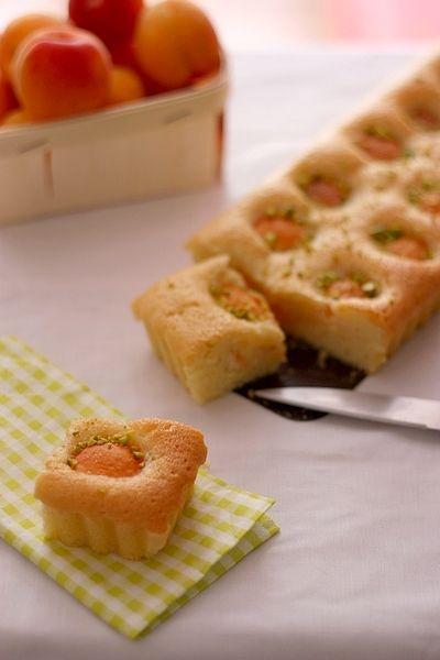 Financier géant aux abricots | Gourmandiseries - Blog de recettes de cuisine simples et gourmandes