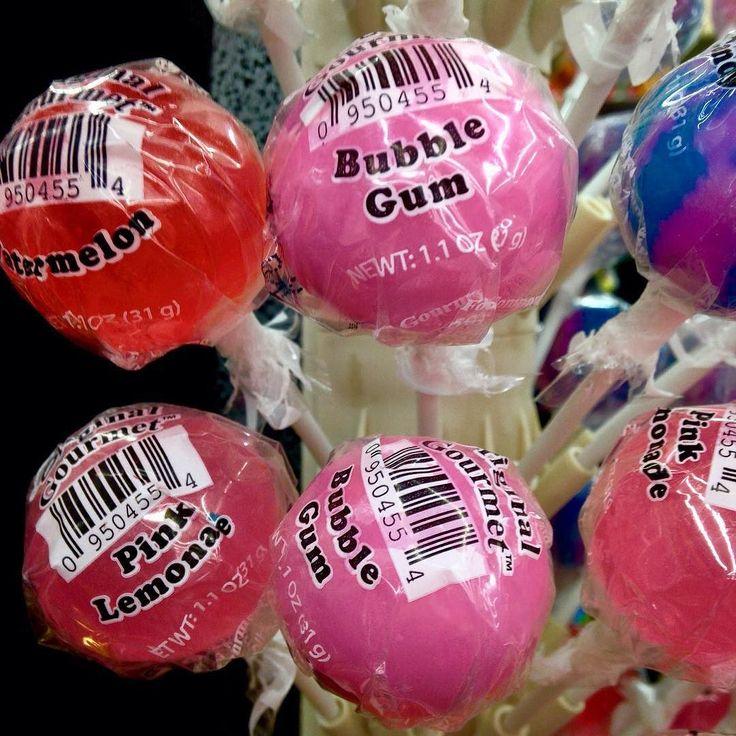 Pink Lollipops in a supermarket in Kayenta / Arizona ... #gopink ladies  #bepink #pink #pinkribbon #pinktober #pinkribbondeutschland #breastcancerawarenessmonth #breastcancerawareness #brustkrebsvorsorge #kayenta #arizona #lollipop by soulsistermeetsfriends