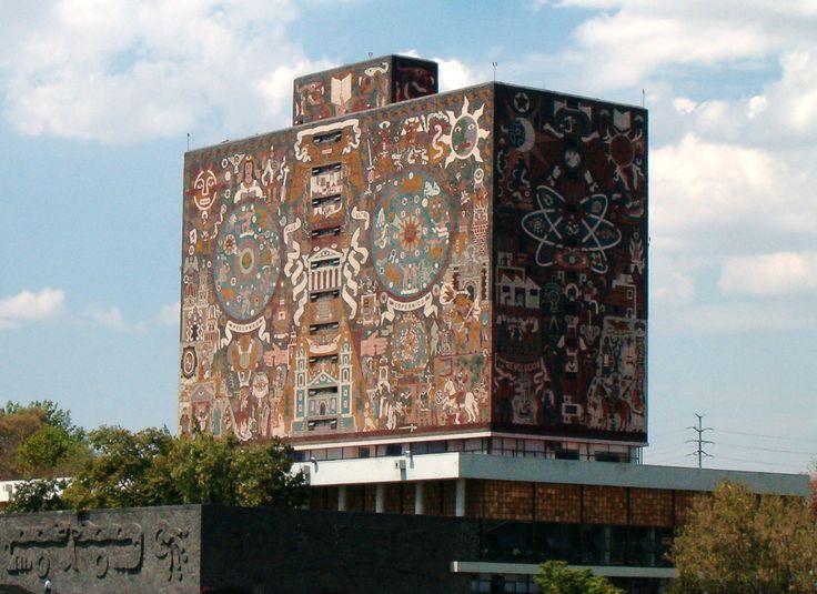 Κεντρική Βιβλιοθήκη στο Εθνικό Αυτόνομο Πανεπιστήμιο του Μεξικό, Πόλη του Μεξικό. Χτίστηκε το 1950. Οι πολύχρωμες τοιχογραφίες στις τέσσερις πλευρές της Κεντρικής Βιβλιοθήκης έχουν γίνει από χιλιάδες χρωματιστά πλακάκια. Όχι μόνο είναι πανέμορφα, αλλά περιγράφουν την ιστορία του Μεξικού: Ο βόρειος τοίχος το παρελθόν πριν τους Ισπανούς, ο νότιος τοίχος την περίοδο της αποικιοκρατίας, ο ανατολικός τοίχος τον σύγχρονο κόσμο και ο δυτικός τοίχος το Πανεπιστήμιο και το σύγχρονο Μεξικό.
