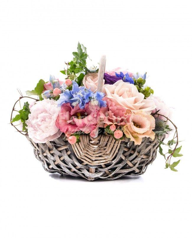 Cos Rose Quartz si Serenity Blue, acum regasite in cel mai frumos si senin cos cu flori proaspete!