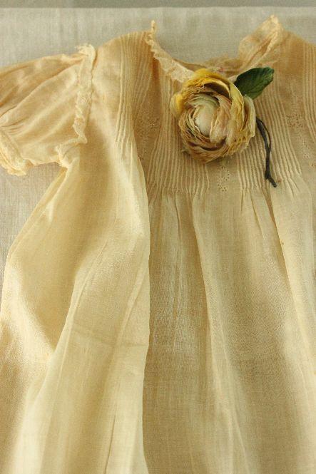 Pretty yellow dress!
