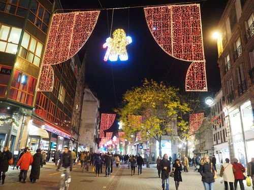 The street linking theplace Kléber to the place Gutenberg in Strasbourg at Christmas
