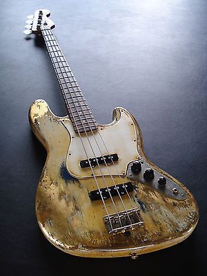 Standard Fender Jazz Bass Vintage White Gold Edition Heavy Aged Relic
