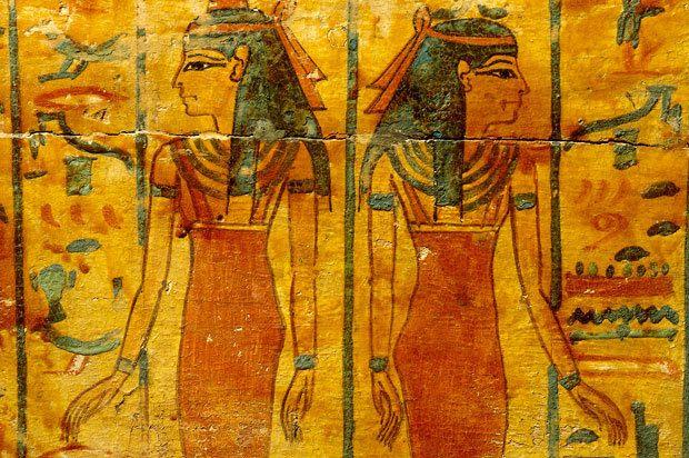 As mulheres egípcias tinham seus direitos reconhecidos e bastante liberdade. Apesar de, historicamente, a sociedade considerar a mulher inferior ao homem, as egípcias desfrutavam de independência jurídica e financeira. Podiam comprar e vender propriedades, participar de juris, deixar testamentos. Os casais do Antigo Egito costumavam fazer contratos pré-nupciais, onde os bens e riquezas que a mulher trazia à sociedade conjugal eram enumerados.