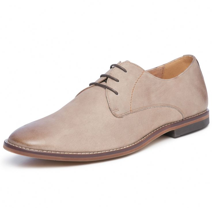 Florsheim Navajo is a plain vamp casual on a contemporary almond toe.