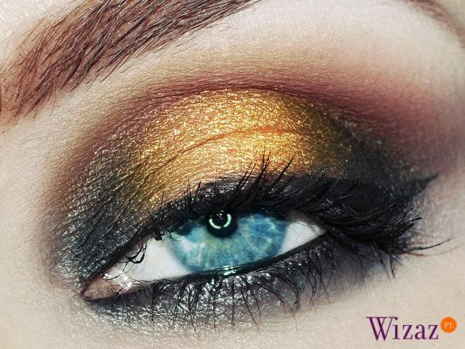 Makijaż czerń i złoto krok po kroku