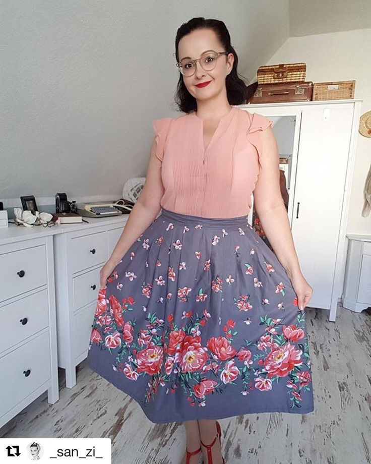 """35 Likes, 2 Comments - #GermanVintageBeauties (@germanvintagebeauties) on Instagram: """"Eine wunderschöne Frau in einem wunderschön stimmigen Outfit 💗 Vintage Schönheit @_san_zi_ Repost…"""""""