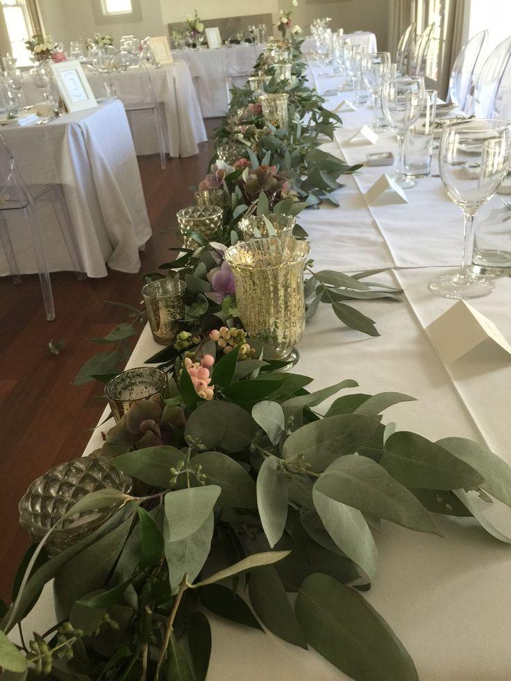 Head table foliage