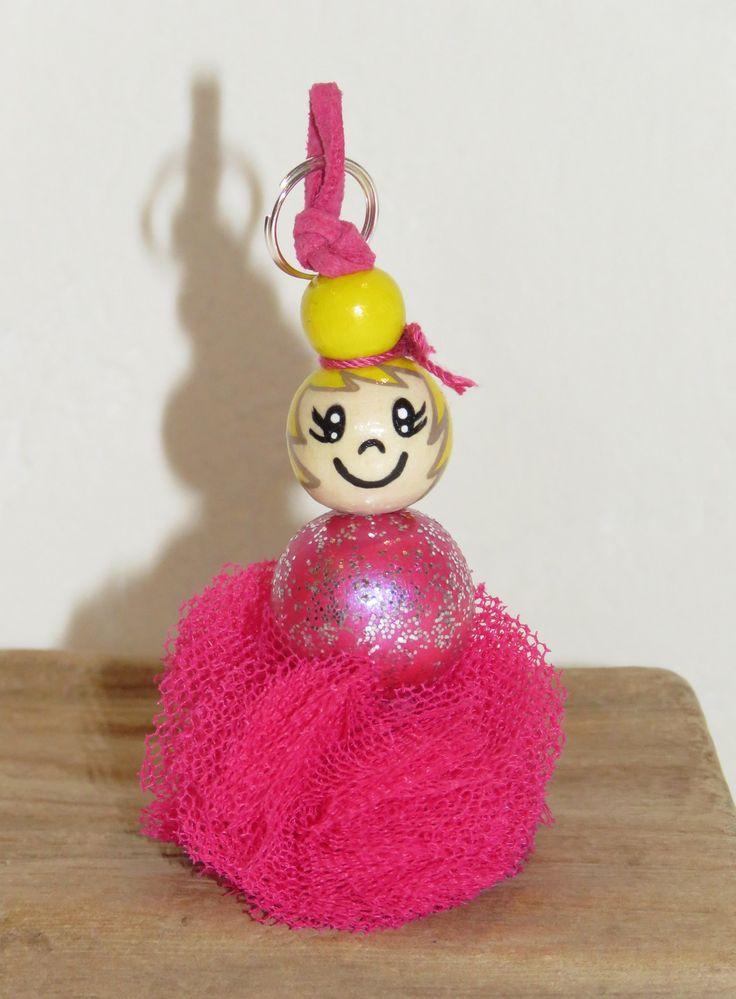 """Porte clé- bijou de sac - petite danseuse en tutu - en perles de bois """"billes de sourires"""" figurine entierement peinte à la main : Porte clés par pimprenelle-coccinelle-creations"""