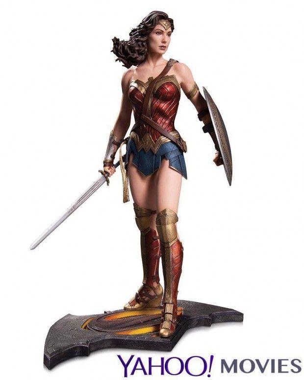 Gal Gadot Wonder Woman Statue Has a Lasso of Hotness
