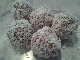 Chocolate Fudge Balls - Fast and Easy - cream cheese, sweetener, cocoa powder - optional toppings - unsweetened coconut or nuts or both! - naked, 2 carbs per ball for small cookie scoop size / The Keto Kitchen