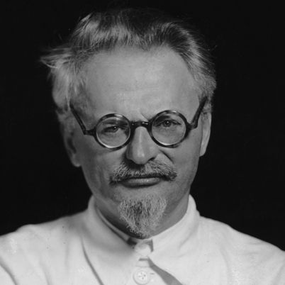 why did stalin rather than trotsky L why did-stalin win the struggle over power following the death of the threat of trotsky allowing stalin to rather than intervening in the.