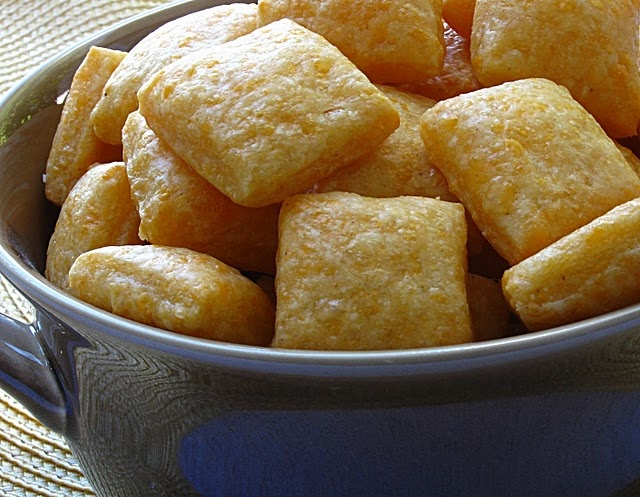 Homemade Cheese Crackers | Nom Noms | Pinterest