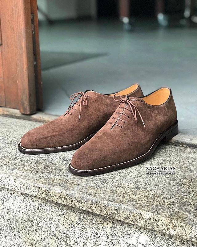 Nové #boty z naší dílny #botynamiru #bespokeshoes #luxuryshoes #semišky #suedeshoes #weltedshoes #shoesoftheday #shoestagram #zacharias #praha
