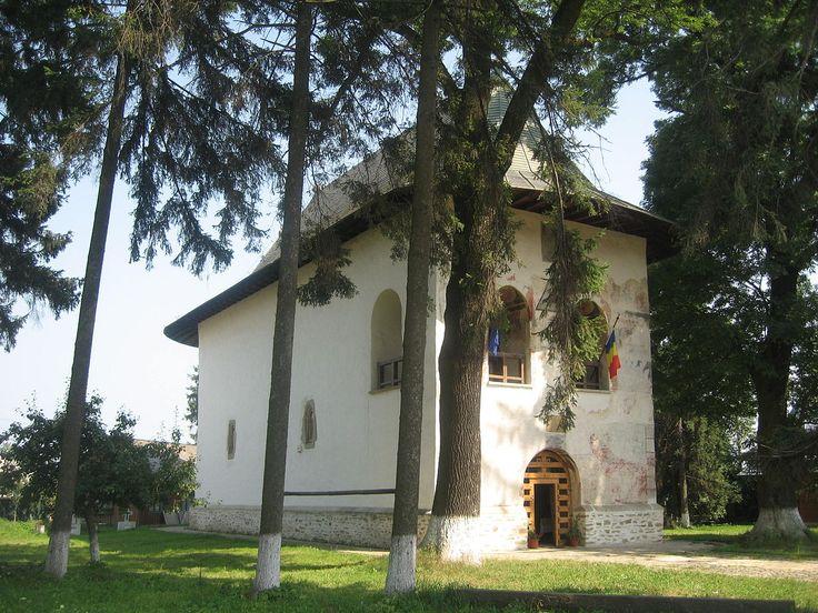 Vizitati si Biserica Adormirea Maicii Domnului din Baia, biserică ortodoxa ctitorita de Petru Rares in 1532.  Sursa foto: wikipedia.org