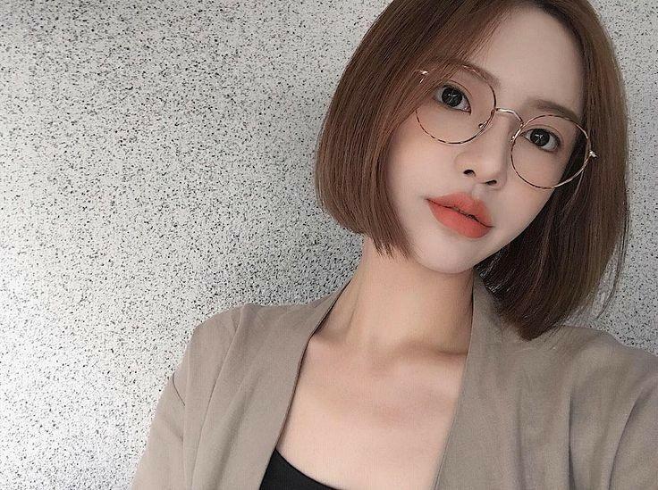 Pin By Daniel Granville On Ulzzang Short Hair Glasses Short Hair Styles For Round Faces Korean Short Hair