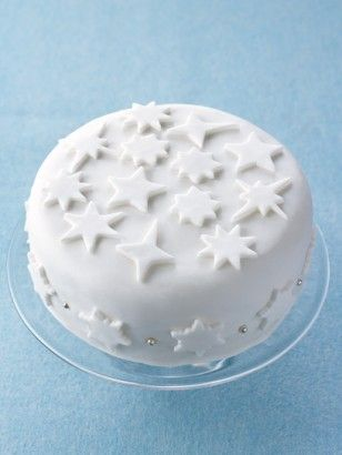 SMOOTH HATBOX ICING I love a plain white-iced cake: smooth icing, wrapping the cake almost like a hatbox. I am happy to have this decorated, but I'd just as soon the decorations were also white. I cut out bits of leftover rolled-out icing, using my snowflake or star cookie cutter, and perhaps throw a few silver baubles around, too. But play as you wish: red and green roll-out icing can be used to exuberantly Christmassy effect.